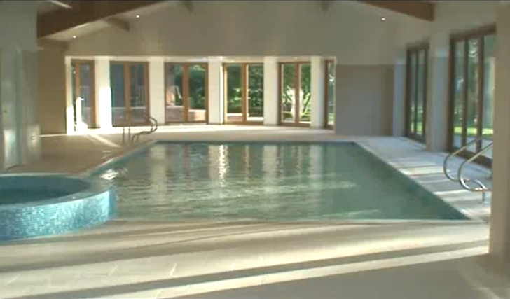 Hydrofloor: Disappearing Pool Saves Energy and Space