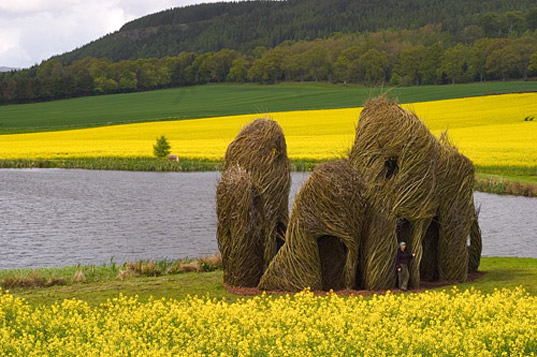 http://inhabitat.com/wp-content/blogs.dir/1/files/2011/02/patrick-dougherty-art-made-of-living-trees-13.jpg