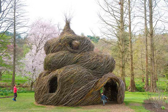 http://inhabitat.com/wp-content/blogs.dir/1/files/2011/02/patrick-dougherty-art-made-of-living-trees-14.jpg