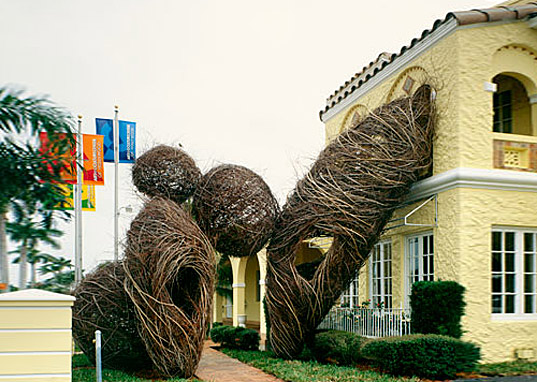 http://inhabitat.com/wp-content/blogs.dir/1/files/2011/02/patrick-dougherty-art-made-of-living-trees-2.jpg