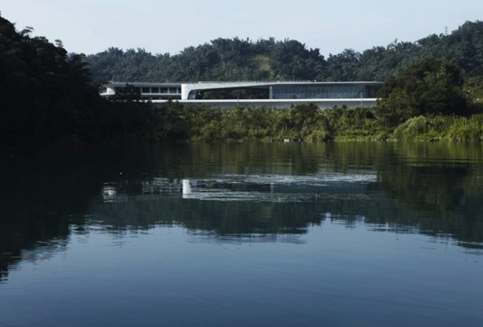 Hisiangshan Visitor Center, Norihiko Dan and Associates, Sun Moon lake, Taiwan, eco architecture, green roof, roof garden, Landform Series