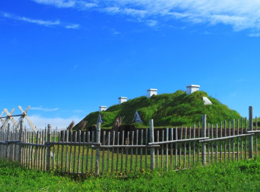 l'anse aux meadows, sod house, sod topped house, viking house, green roof, eco architecture green architecture, viking colony, living roof