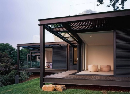 passive design, solar gain, green roof, South Africa, Daffonchio, Heritage House, Johannesburg, Magaliesburg, House Samios, indigenous plants, solar heating, solar geysers, underfloor heating