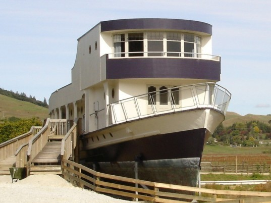 woodlyn park, ship hotel, plane hotel, woodlyn, new zealand tourism, eco tourism, green tourism, eco friendly travel, recycled hotel, eco architecture, hobbit hotel, hobbit home