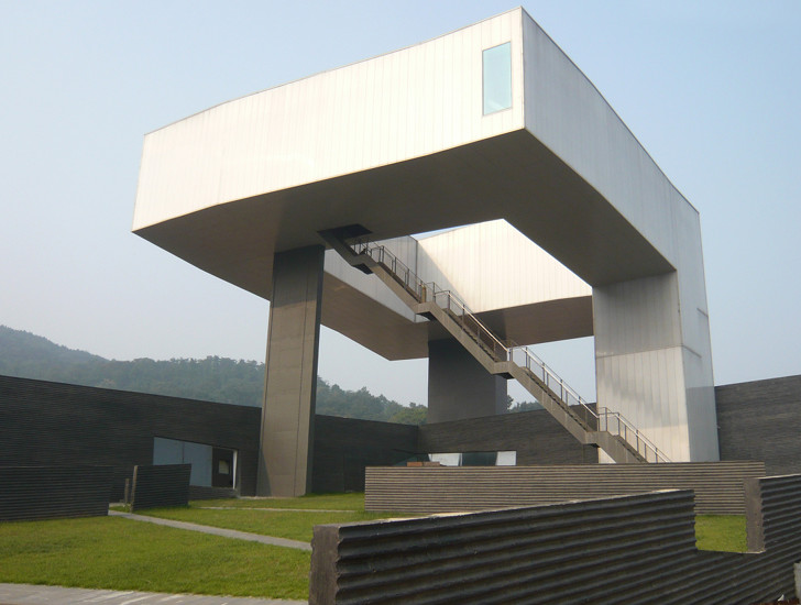 Steven holl completes green roofed nanjing museum of art for Architecture et art