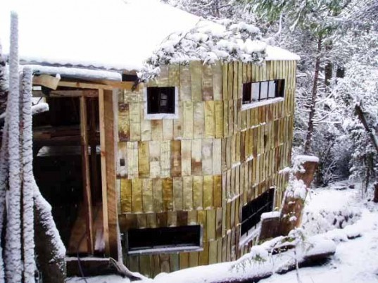 """sustainable architecture"", diy design, eco-travel, Eco-Inspiration, Green Materials, Recycled Materials, manuel rapoport, designo patagonia, bariloche, argentina, tomato tin, scrap metallic house"