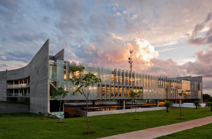 Green-Roofed Sebrae HQ Harnesses Passive Design to Keep its Cool in ...