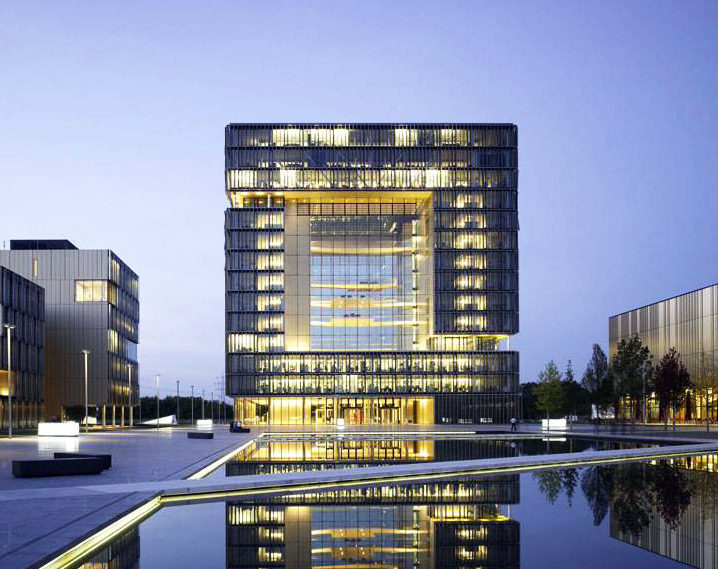 Germany S Q1 Building Boasts A Dazzling Facade Of 400 000