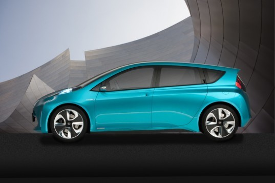 WiTricity, Toyota, remote electric charging station, remote electric charger, resonance charger, electric vehicle, green transportation, alternative transportation, sustainable transportation, Toyota Prius Concept