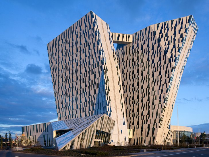 Denmark 39 s new bella sky hotel boasts a stunning green for Sky design hotel