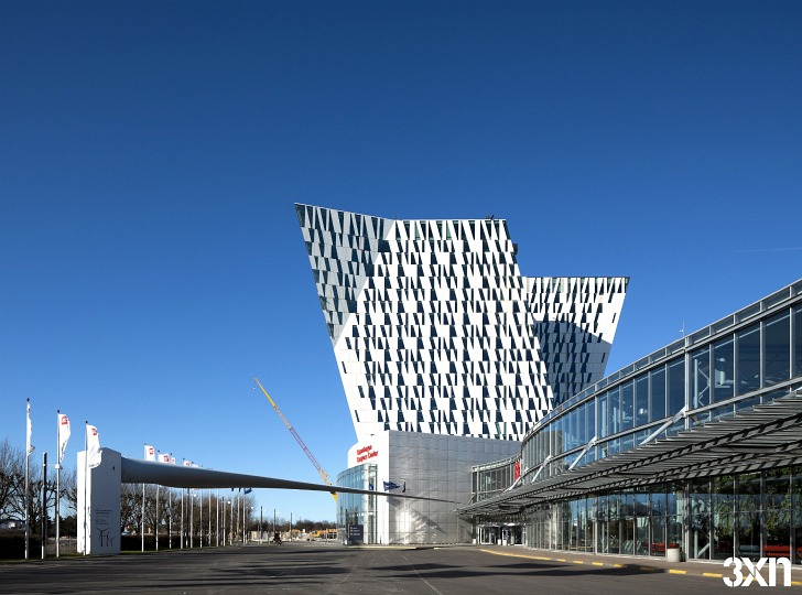 Bella sky hotel s dramatic leaning towers to open this for Sky design hotel