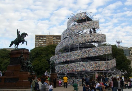tower of babel, book sculpture, buenos aires, marta minujin, donated books, eco art