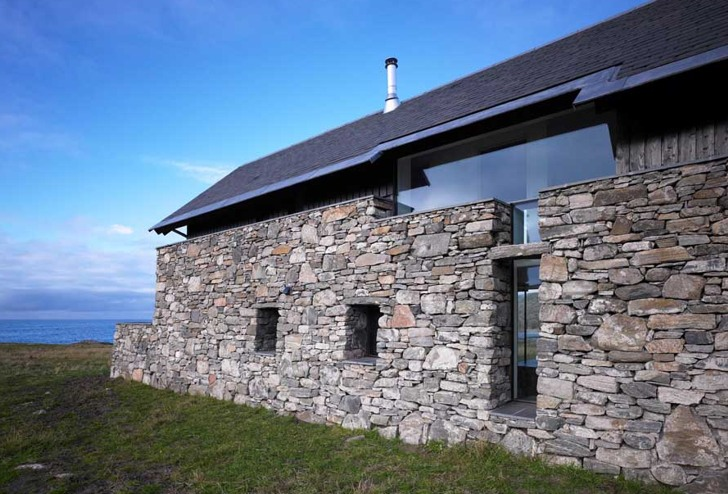 White house scottish ruins transformed into modern low for Modern stone houses architecture