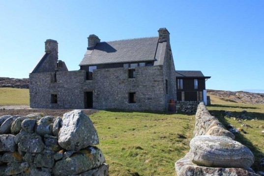 ruined stone house, local materials, site found building materials,WT Architecture, dry stone wall, passive heating and cooling, Scotland green building, Scotland renovation, Scotland 17th century preservation, dry stone wall, extreme house addition, Scottish green building,