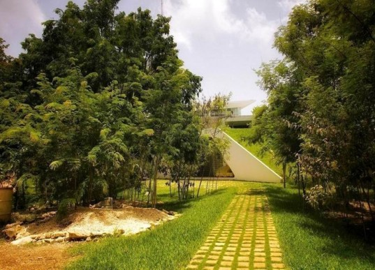 green roof, green design, eco design, sustainable design, ecological waste treatment, recycled water, natural lighting, natural ventilation, energy efficiency, energy savings, solar radiation,