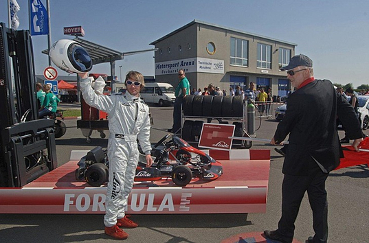 Linde E1, electric go-kart, Guinness World Record, Linde Material Handling Company, go-kart acceleration record, go-kart speed record, green transportation, green automotive design, alternative transportation