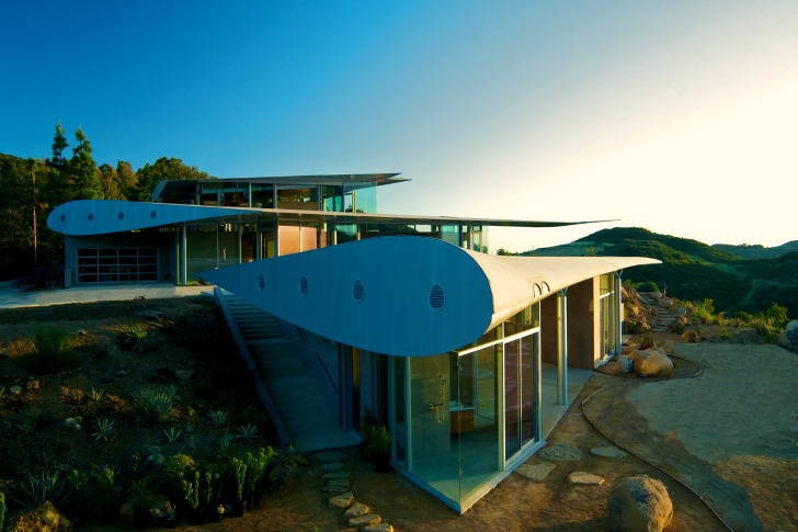 http://inhabitat.com/wp-content/blogs.dir/1/files/2011/06/747-Wing-House-David-Hertz-Architects-12.jpg