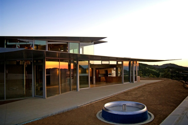 http://inhabitat.com/wp-content/blogs.dir/1/files/2011/06/747-Wing-House-David-Hertz-Architects-17.jpg