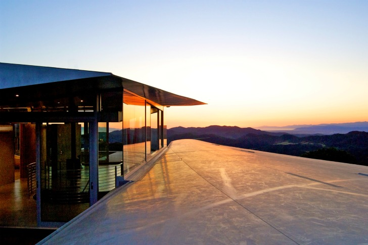 http://inhabitat.com/wp-content/blogs.dir/1/files/2011/06/747-Wing-House-David-Hertz-Architects-18.jpg