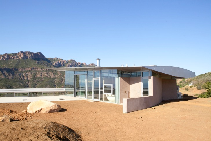http://inhabitat.com/wp-content/blogs.dir/1/files/2011/06/747-Wing-House-David-Hertz-Architects-3.jpg
