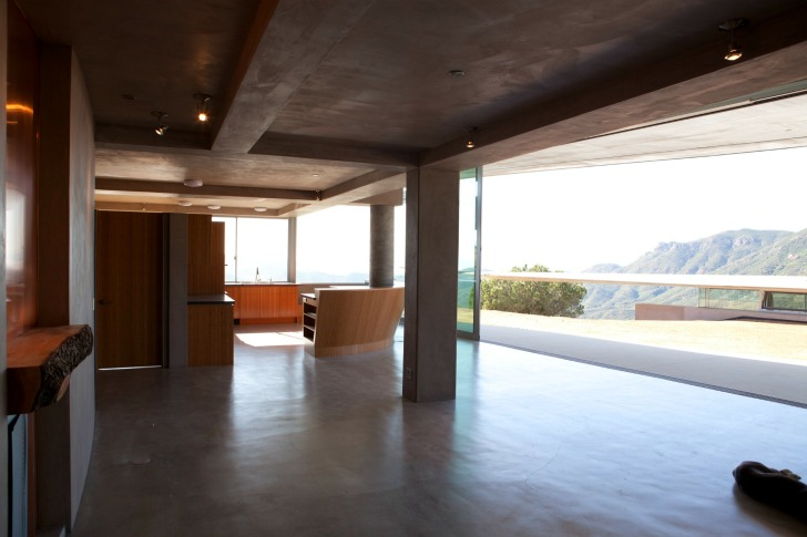 http://inhabitat.com/wp-content/blogs.dir/1/files/2011/06/747-Wing-House-David-Hertz-Architects-4.jpg