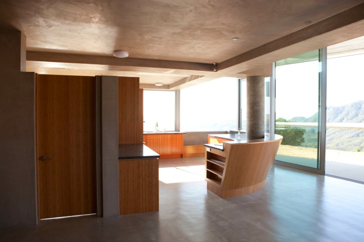 http://inhabitat.com/wp-content/blogs.dir/1/files/2011/06/747-Wing-House-David-Hertz-Architects-5.jpg