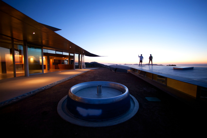 http://inhabitat.com/wp-content/blogs.dir/1/files/2011/06/747-Wing-House-David-Hertz-Architects-6.jpg