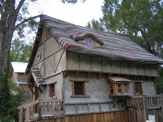 Treehouses,Sustainable Materials,Sustainable Building,Recycled Materials,Green Resources,Green Materials,green Interiors,green furniture,DIY,Art,Architecture,cork floor,wooden frames,texas,huntsville texas,affordable housing,Recycled Materials,cars plates,soda cans,recycled aluminum