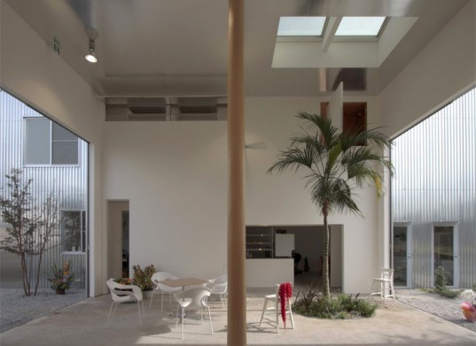 green design, eco design, sustainable design, Ikimono Architects, Open air architecture, interior garden, interior courtyard, Airy House, Gunma, Japan, Japanese Architecture, cafe residence