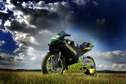 Isle of Man TT Races, wind power superbike, dale vince ecotricity, ecotricity superbike, ecotricity ion horse, ion horse wind bike, wind powered superbike, ecotricity superbike, ion horse wind power, wind powered vehicle, ecotricity nemesis supercar, dale vince ion horse