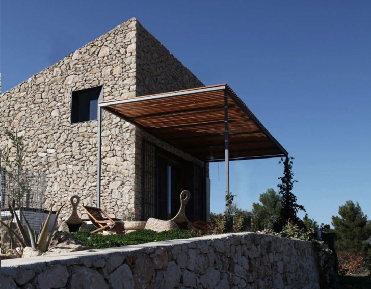 Enproyecto Arquitecturas Spanish Coastal Stone Cabin Holds a Few