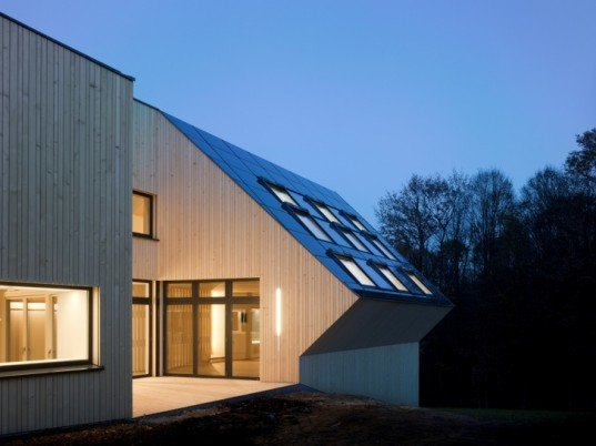 slagstar, passivhaus, carbon neutral home design, low embodied energy house, Hein-Troy, Austria solar house, Austria green home, house Velux skylight, net zero carbon house, first net zero energy house,