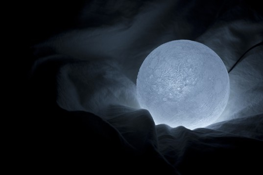Nosigner S Lunar Led Lamp Places The Light Of The Moon In