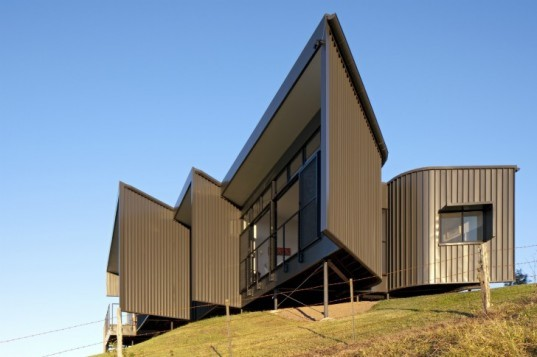 Bryden House, BVN Architecture, Daniel R Fox Architects, low impact house, australia, rainwater collection, eco home