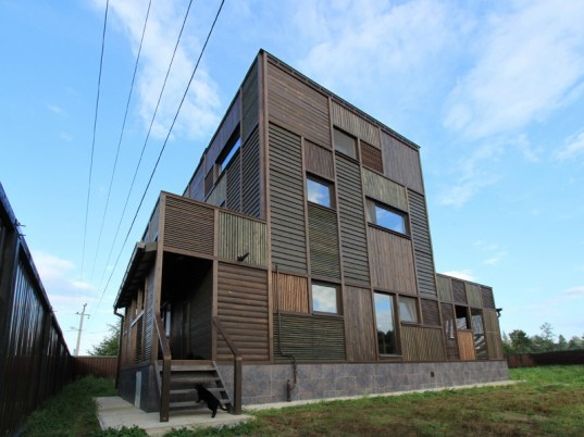 peter kostelov patchwork house, russian dacha patchwork house, kostelov volga house, wooden dacha house, wood timber russion construction, wood patchwork house russia, wooden construction