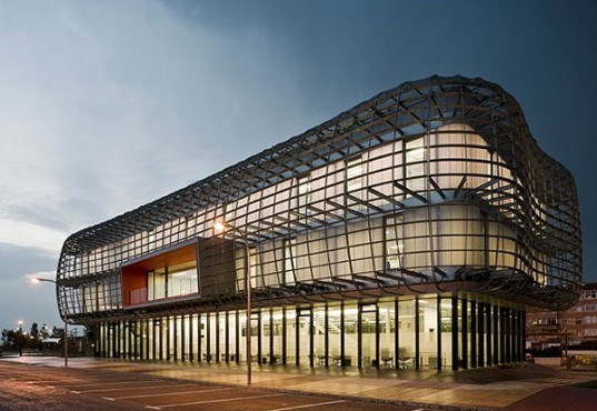 green design, eco design, sustainable design, Noain City Hall, Zon-e Architects, metal exoskeleton, natural light, passive architecture, energy saving architecture, radiant floor, geothermic energy