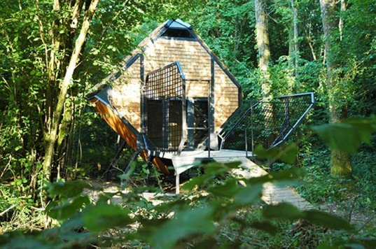 camping, green design, eco design, sustainable design, Le Nichoir, Le Vent des forets, Meuse, Lorraine, France, camping villages, Matali Crasset, Sentier du vent, sustainable cabin