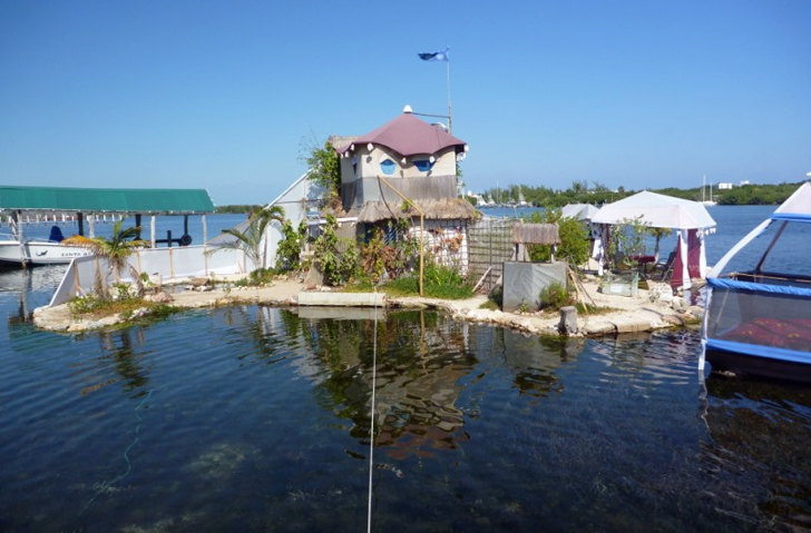 Joysxee Is A Real Eco Paradise Island That Floats Atop Garbage!