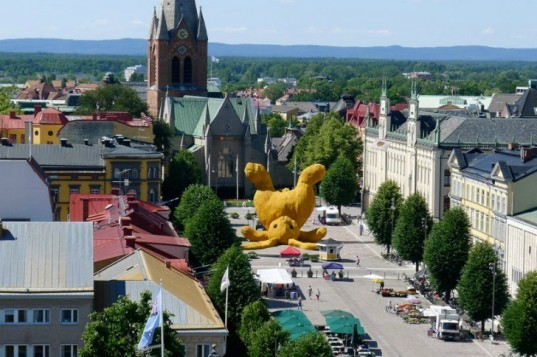 Big Yellow Rabbit, Florentijn Hofman, eco art, local materials, sweden, Stor Gul Kanin