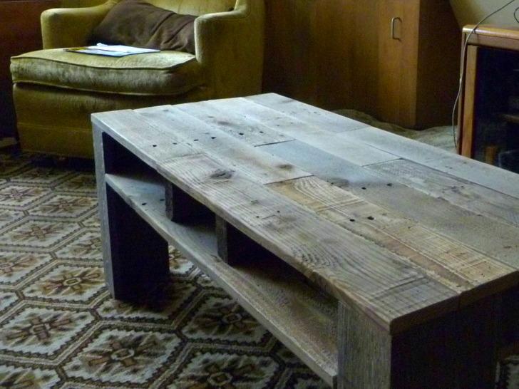 $5 Worth Of Shipping Pallets Transformed Into An Awesome New Coffee Table