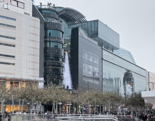 red dot awards, 3delux design, zeilgalerie redesign, frankfurt gallery design, shopping mall frankfurt, remodel design germany, LED design facade