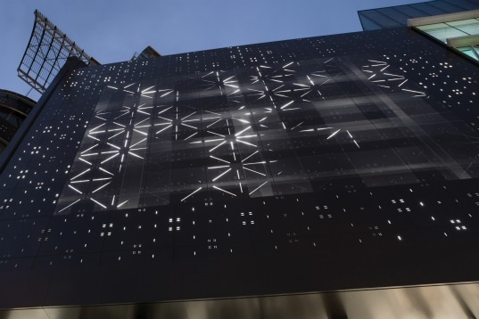 Frankfurt S Zeilgalerie Lights Up With An Incredible