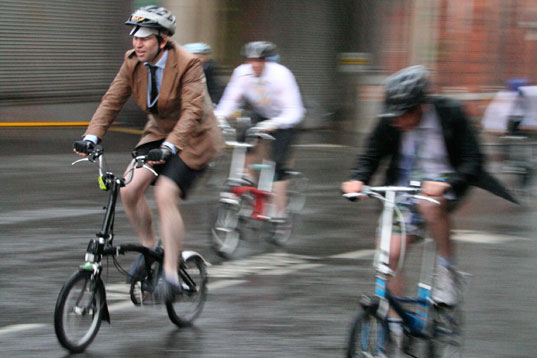bicycle commute, eco-friendly commute, carbon footprint