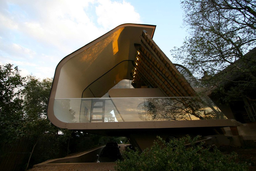 c shaped wright house extension gives thatched roofing a modern