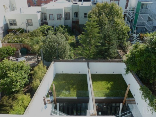 Harrison Street, San Francisco, studio 12, living roof, recycled materials, hydronic radiant floor heating, solar panels, AIA, american institute of architects, skylights, san francisco living home, daylighting, green design, sustainable design, aia home tours, green architecture, modern, green renovation, eco-furniture, green living, eco house, architecture and the city, skylights, natural light, glass walls, stacked house, led lighting, minimalism, inner courtyard, courtyard, natural light, blue jean insulation, passive solar heating, living roof