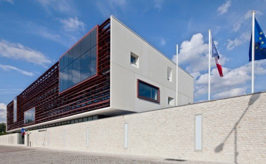 green design, eco design, sustainable design, Ameller, Dubois & Associes, police station, UNESCO World Heritage Site, Provins, France, glass curtain, copper louvers