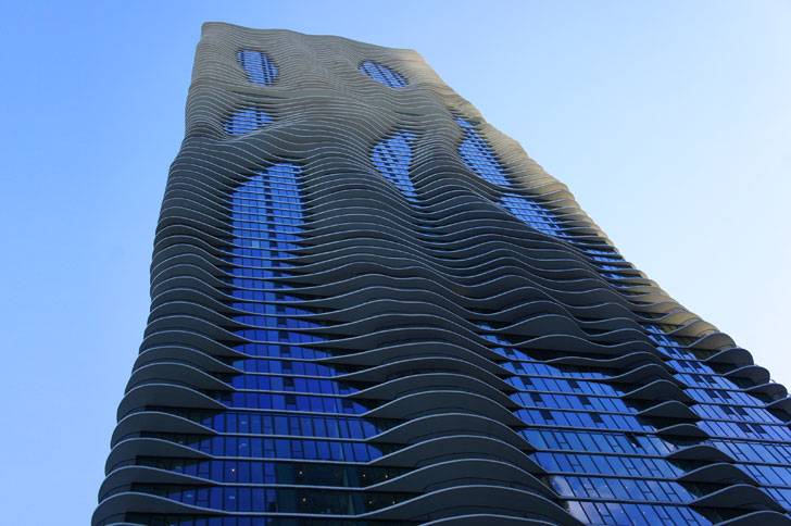 Jeanne gang 39 s green roofed aqua tower ripples up towards for Top architects in usa