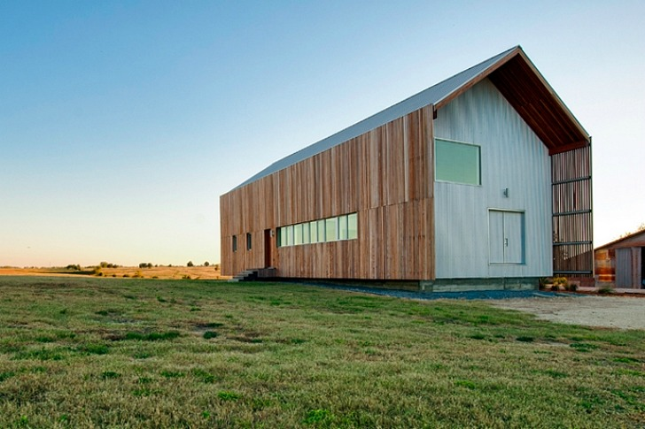Barndominium Green Live Work Space Is A Modern Update To The Vernacular Barn