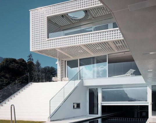 green design, eco design, sustainable design, Phillipe Stuebi Architects, Switzerland, O-House, double skinned facade, Swiss Alps, oculus, eco-luxury