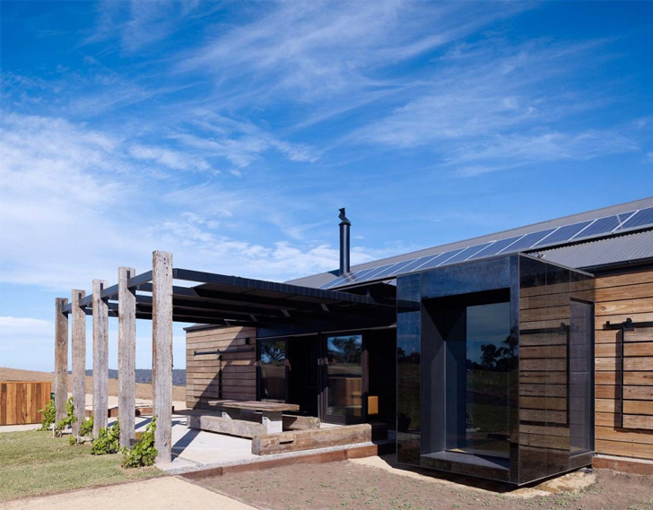 Off Grid Hill Plain House Showcases Raw Material In A Sophisticated Way